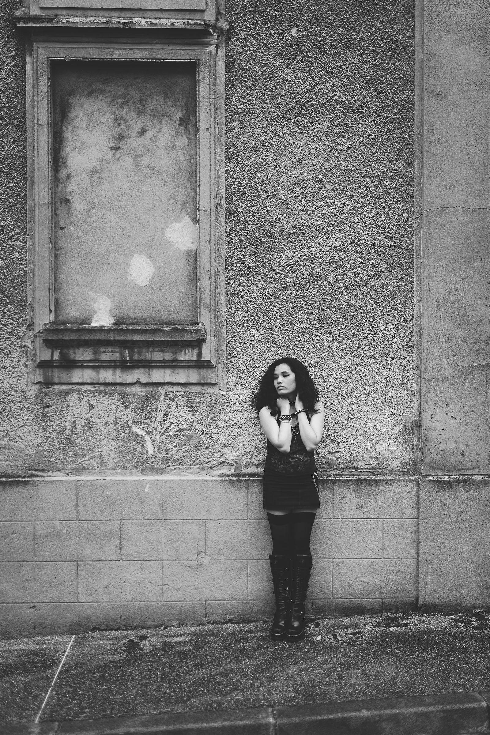 femme glamour en extérieur. Femme seule- Blueberry Corner photographe de photo glamour