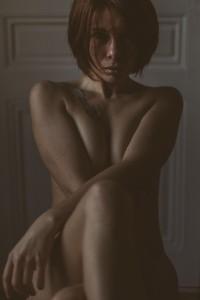 Séance glamour avec photographe à Lyon Sandrine, portrait intime et plein de beauté et de glamour. Blueberry corner photographe professionnel à Lyon et Clermont ferrand