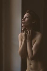 Sandrine a fait appel au spécialiste de la photo glamour en France. Blueberry Corner basé à Lyon, photographie boudoir et photographie glamour