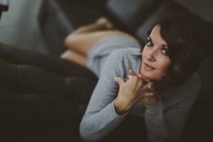 Reprendre confiance grâce à la photo Marie, portrait d'une belle femme sensuelle. Blueberry corner photographe professionnel à Lyon et Clermont ferrand spécialisé dans la photo de charme, photo glamour et boudoir