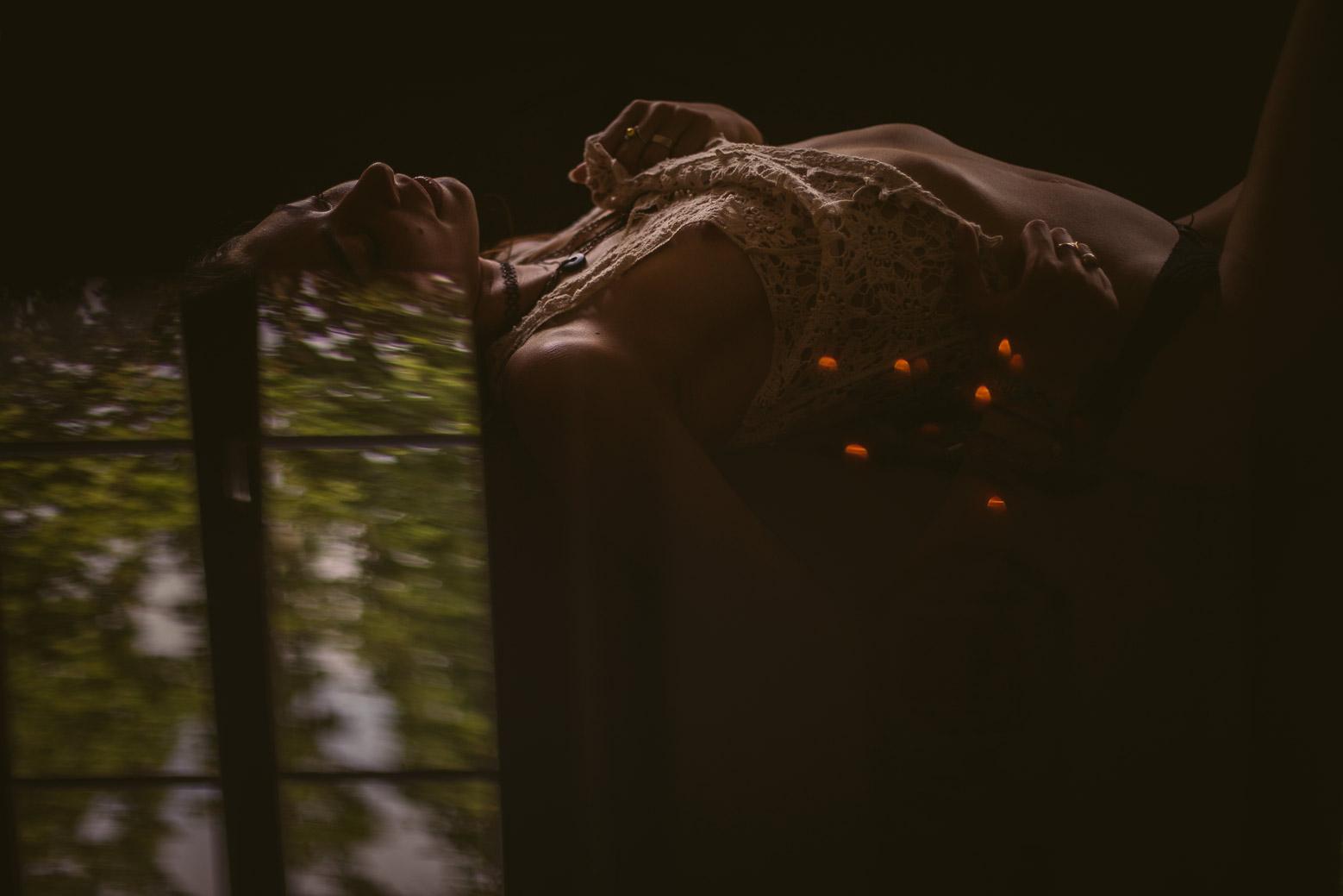 Galerie de photo de femmes nues à Lyon de séance photo intime et boudoir par un photographe professionnel. Blueberry Corner photographe boudoir à Lyon pour couple et femme