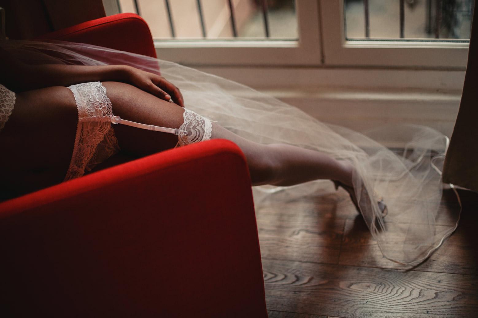 Le boudoir de la mariée, à Lyon avec un photographe spécialiste de l'intime et du mariage