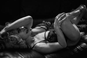 Une séance photo élégante et sensuelle avec une belle femme à Lyon