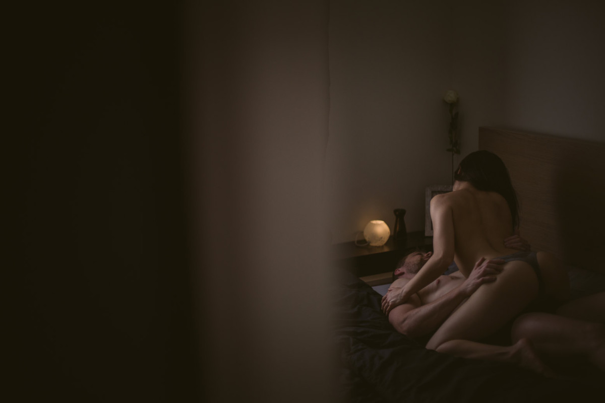 Une séance photo boudoir en couple et torride. Photographe boudoir pour couple à Lyon