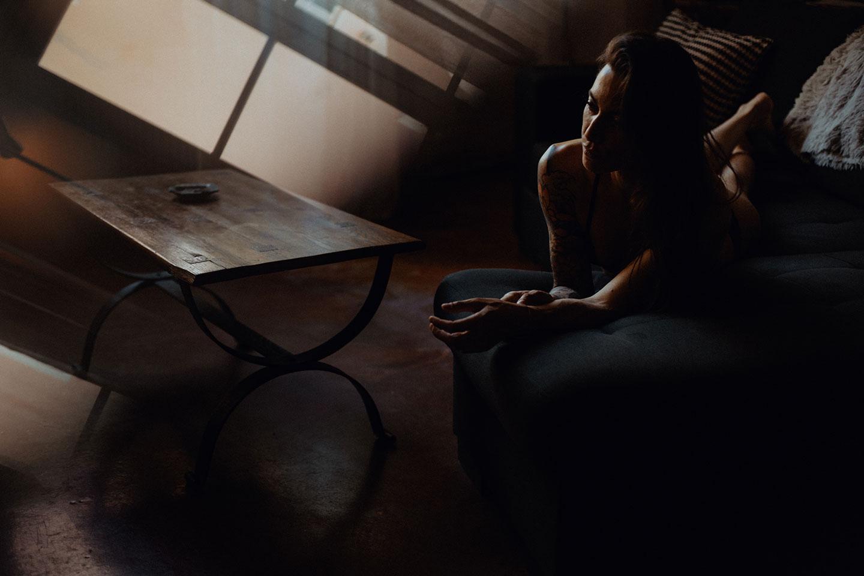 Une séance photo boudoir à Lyon, à domicile. Blueberry Corner, photographe à Lyon de portrait intime, glamour et boudoir